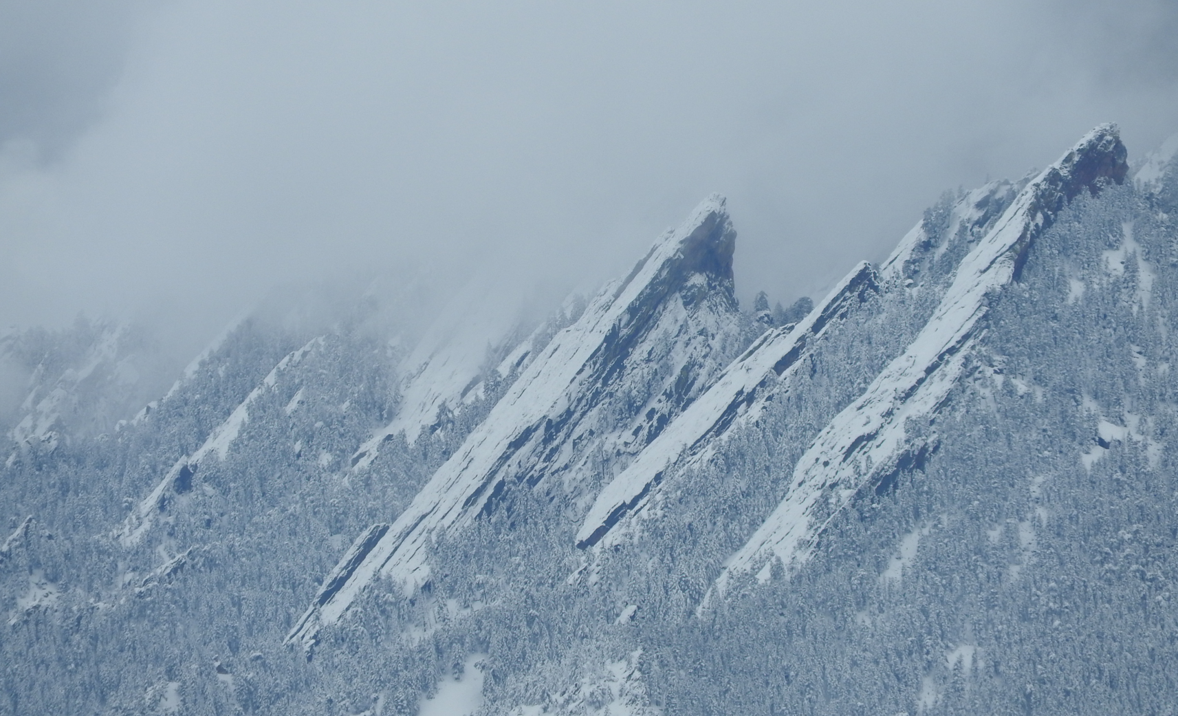 Boulder_Flatirons_Snowy_Clouds
